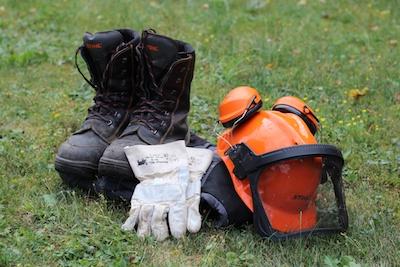Sicherheitsausrüstung für Kettensägen