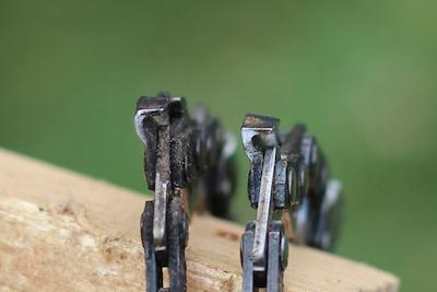 Sägekettentypen: Halbmeisel (links), Vollmeisel (rechts)