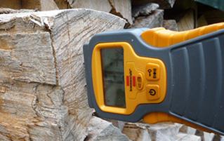 Restfeuchtemessung bei Brennholz
